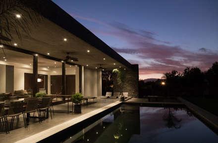 : Piscinas de estilo  por JPV Arquitecto