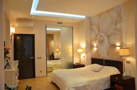 Спальня 25 кв. м в современном стиле: Спальни в . Автор – Студия интерьера Дениса Серова