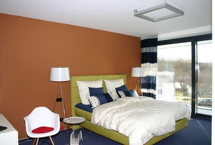 Elternschlafzimmer: moderne Schlafzimmer von Heinz von Heiden GmbH Massivhäuser