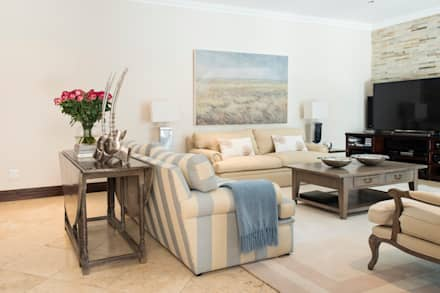 Living Room: country Living room by Tru Interiors