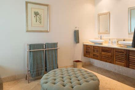 Guest Bathroom: country Bathroom by Tru Interiors
