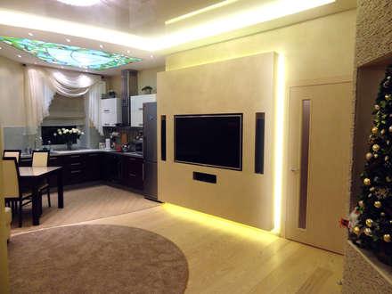 Гостиная-кухня 30 кв. м в современном стиле: Гостиная в . Автор – Студия интерьера Дениса Серова