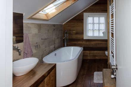 CASONA LOS BAJOS: Baños de estilo escandinavo por Moraga Höpfner Arquitectos