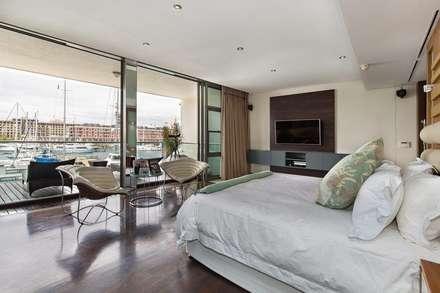 Apartment Robertson - Pembroke: modern Bedroom by Covet Design