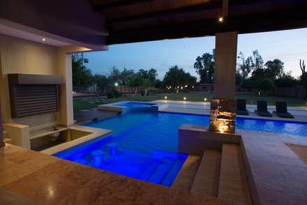 สระว่ายน้ำ by TAMEN arquitectura