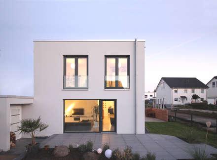Neubau in Bonn: moderne Häuser von PlanBar Architektur