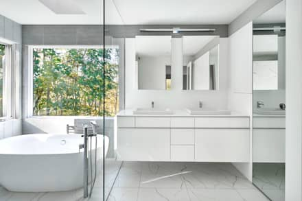 Smoky Quartz: modern Bathroom by KUBE Architecture