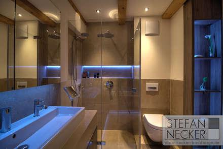 Bodenebene Dusche - gefliest mit rahmenloser Duschabtrennung: moderne Badezimmer von Stefan Necker BadRaumKonzepte