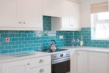 Vibrant Aqua tiles with Porcelain Cabinets: classic Kitchen by ADORNAS KITCHENS