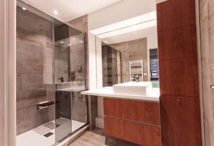 Rénovation complète d'un appartement de 85 m2: Salle de bain de style de style Classique par ateliers kumQuat