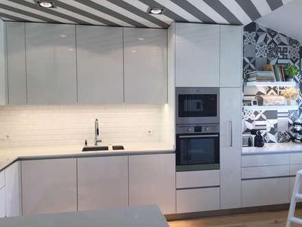 Casa familiar: Cozinhas modernas por Margarida Bugarim Interiores