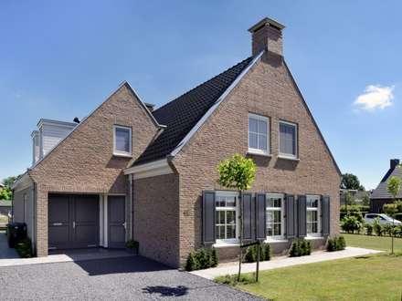 Vrijstaande woning   Sterksel: klasieke Huizen door Groothuisbouw Emmeloord