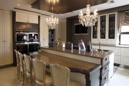 Ebotse Estate: classic Kitchen by Tru Interiors