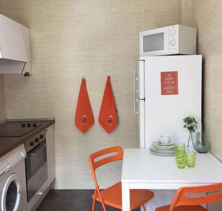 Home Staging en vivienda de montaña: Cocinas de estilo rural de Noelia Villalba