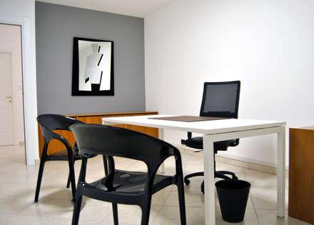 Studio 3: Studio in stile in stile Minimalista di AG Interior Design