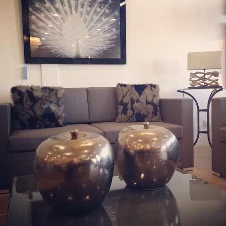 Albufeira Showroom: Lojas e espaços comerciais  por Simple Taste Interiors