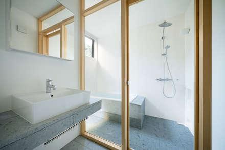武蔵境の家: ディンプル建築設計事務所が手掛けた浴室です。