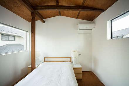 武蔵境の家: ディンプル建築設計事務所が手掛けた寝室です。