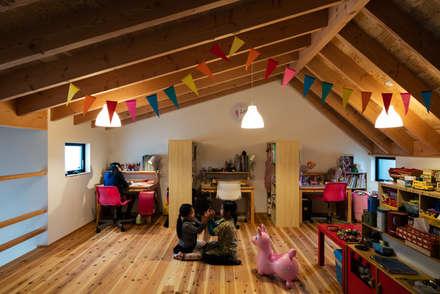 ロフトスペース: 藤森大作建築設計事務所が手掛けた子供部屋です。