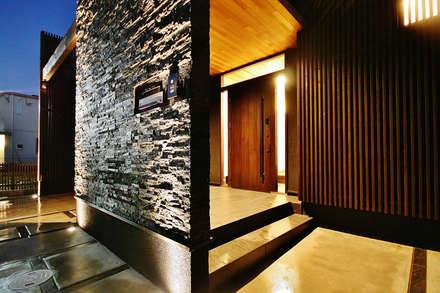 Casas de estilo asiático por MOTHERS'HOME 建築士事務所