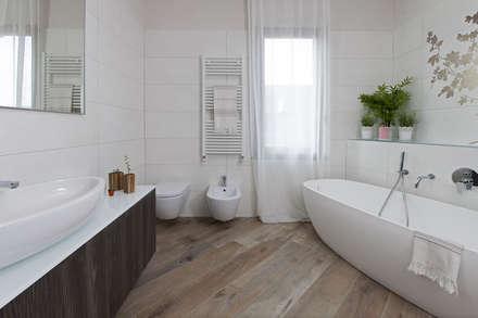 Bagno moderno idee ispirazioni homify - Posizione sanitari bagno ...