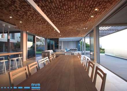 Plettenberg Bay - Beach House: modern Dining room by DV8 Architects
