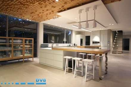 Plettenberg Bay - Beach House: modern Kitchen by DV8 Architects