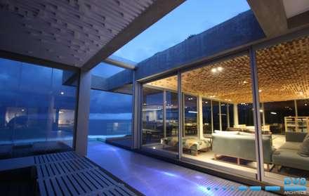 Plettenberg Bay - Beach House: modern Pool by DV8 Architects