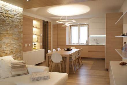 رہنے کا کمرہ  by GRITTI ROLLO | Stefano Gritti e Sofia Rollo