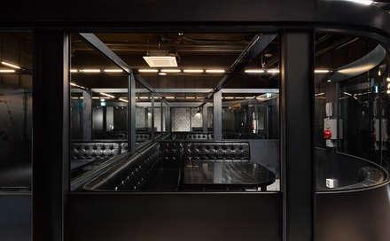 FULL-METAL bar: 디자인사무실의  복도 & 현관