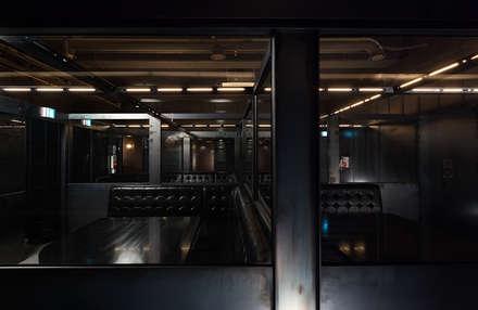 FULL-METAL bar: 디자인사무실의  복도, 현관 & 계단