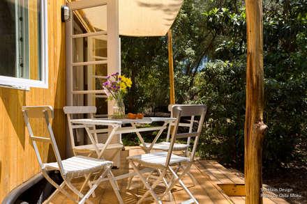 Sol Haus Design - Vina's Tiny House - Exterior 2:  Terrasse von Chibi Moku