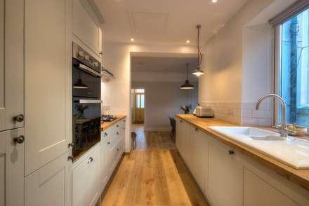 Limetree, Plymouth: minimalistic Kitchen by ADG Bespoke