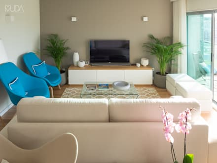 Sala   Depois: Salas de estar modernas por MUDA Home Design