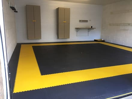 West Yorkshire Case Study with FlexiPanel and FlexiTrack: modern Garage/shed by Garageflex