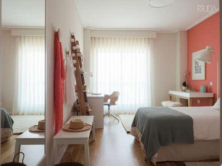 Quarto da Maria | Depois: Quartos modernos por MUDA Home Design
