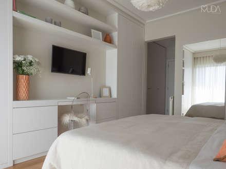 Suite | Depois: Quartos modernos por MUDA Home Design