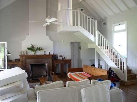 Casa en Santa Catalina - Open Door - Pcia de Buenos Aires: Livings de estilo rural por Rocha & Figueroa Bunge arquitectos