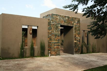 Casa en Manzanares - Pcia de Buenos Aires: Casas de estilo rústico por Rocha & Figueroa Bunge arquitectos