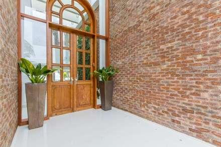 Corridor & hallway by Tammaro Arquitetura e Engenharia