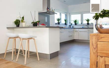 Innenaufnahmen von Kern-Haus: moderne Küche von Kern-Haus AG