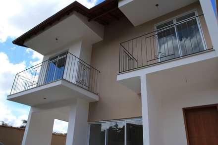 Residência Glauco: Casas modernas por Jrmunch Arquitetura