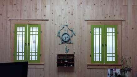 18평 소형 통나무집: 보국주택의  거실