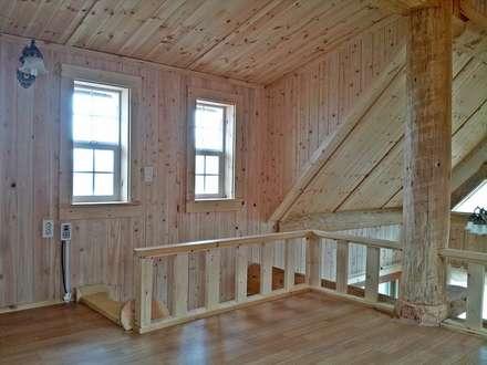 18평 소형 통나무집: 보국주택의  복도, 현관 & 계단