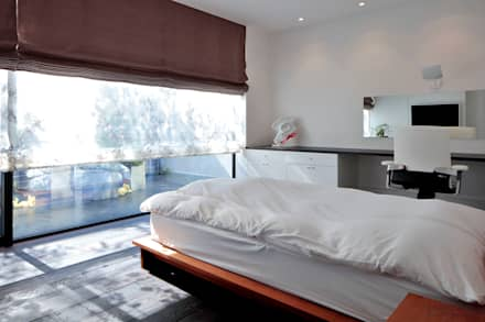 浜田山の家: 遠藤誠建築設計事務所(MAKOTO ENDO ARCHITECTS)が手掛けた寝室です。