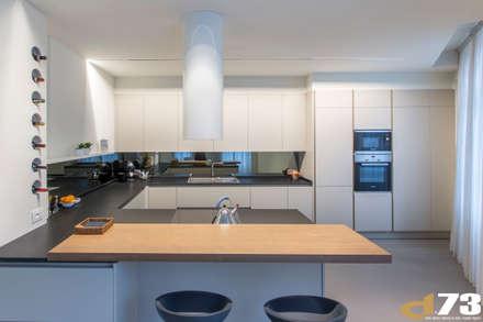 Appartamento privato pieno di luce: Cucina in stile in stile Moderno di Studio D73
