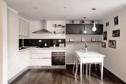casa GT: Cucina in stile in stile Moderno di degma studio