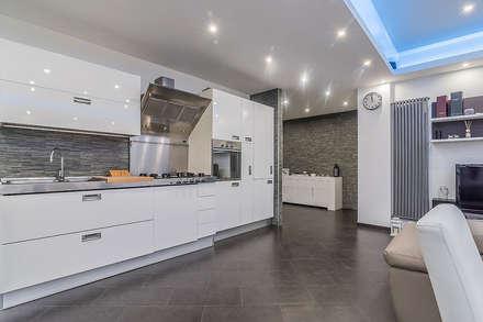 Cucina a vista: Cucina in stile in stile Moderno di Facile Ristrutturare