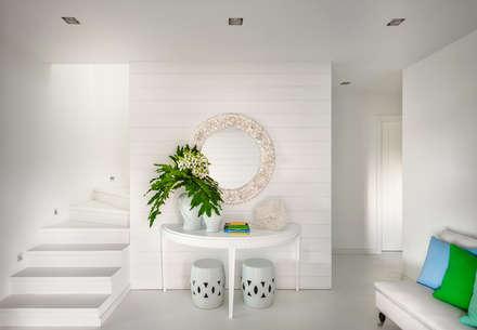 Beach House: Corredores, halls e escadas modernos por Prego Sem Estopa by Ana Cordeiro