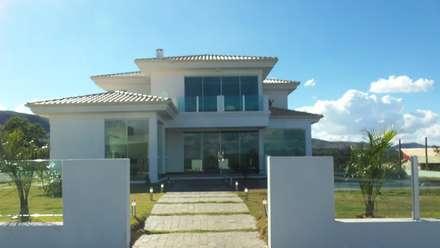 Residencia localizada no Condomínio VillaBella em Itabirito/MG: Casas modernas por Arquiteta Ana Paula Paiva